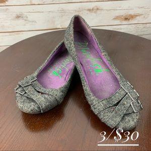 Blowfish flats shoes size 7 black tweed buckles
